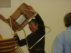 Assemblywoman Yamada helps out